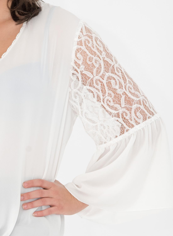 Διαχρονική λευκή μπλούζα με δαντέλα