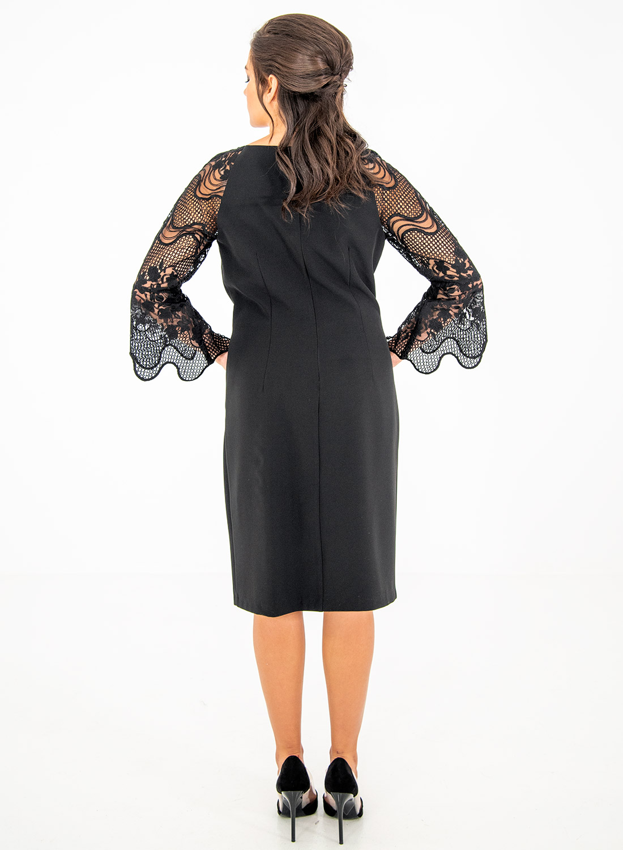 Ολόμαυρο φόρεμα με δαντελένια μανίκια