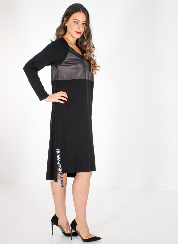 Μαύρο νεανικό φόρεμα με λεπτομέρειες δερματίνης