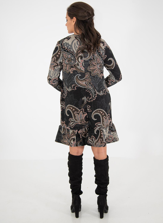 Εμπριμέ φόρεμα σε γήινες αποχρώσεις