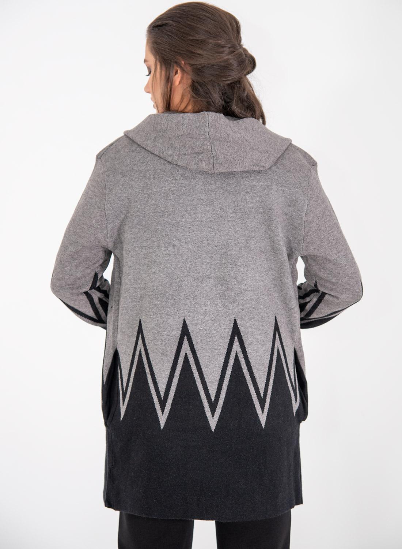 Γκρι πλέκτη ζακέτα με μαύρο γεωμετρικό σχέδιο