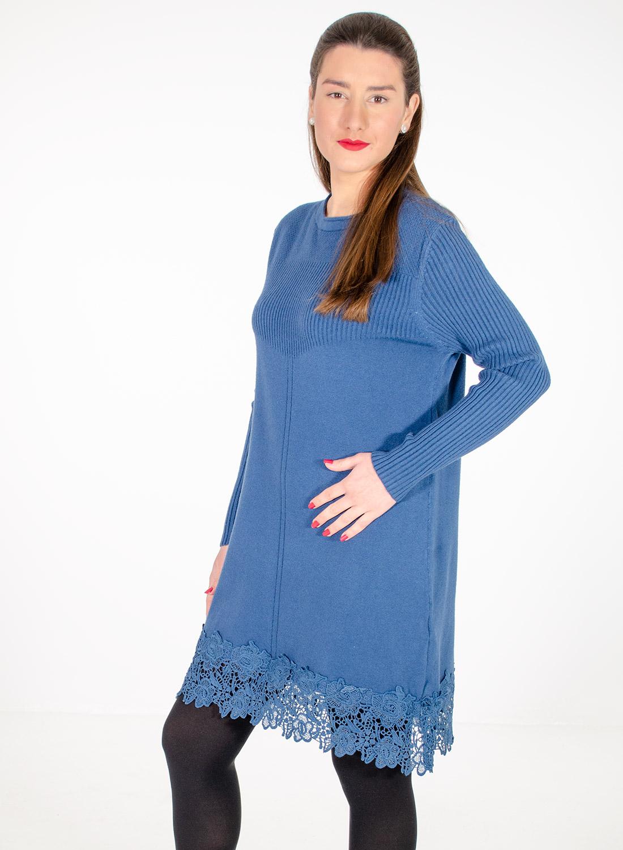 Μπλε πλεκτό μπλουζοφόρεμα με εντυπωσιακή δαντέλα