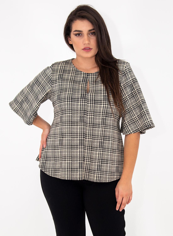 Κολακευτική θηλυκή μπλούζα