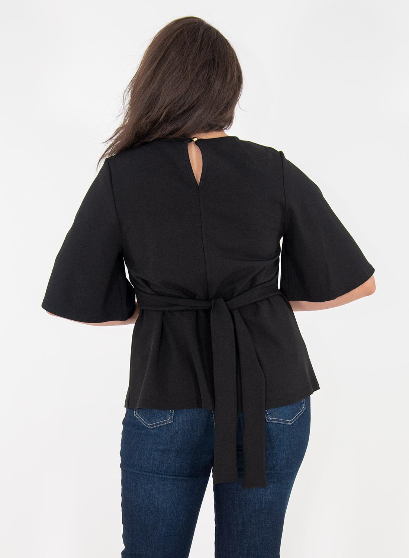 Μαύρη κολακευτική μπλούζα