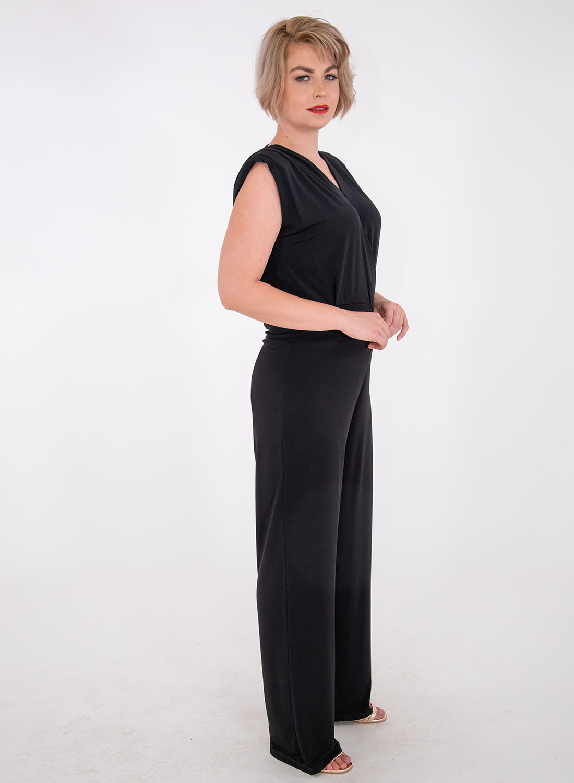 Ολόσωμη φόρμα με εντυπωσιακή πλάτη