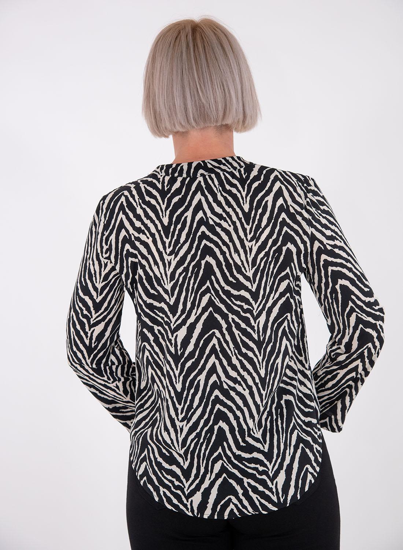Ασπρόμαυρη animal print μπλούζα