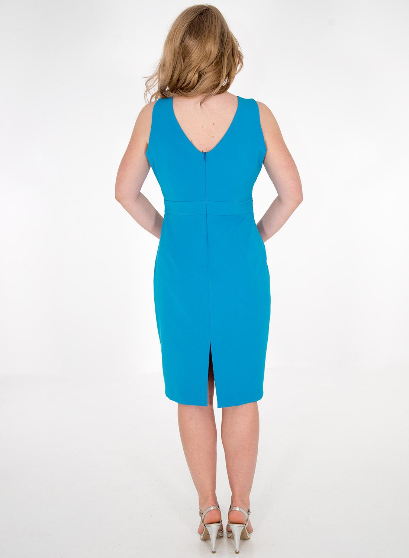 Γαλάζιο φόρεμα σε ίσια γραμμή