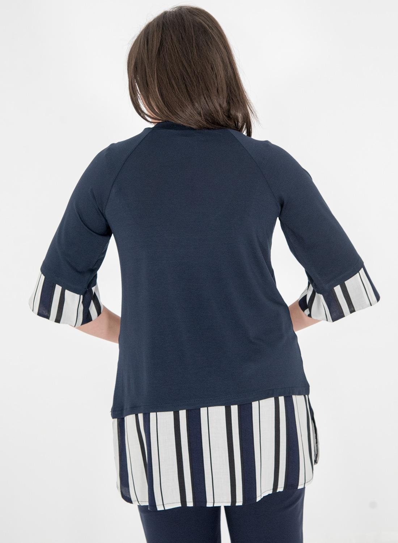Μπλε μπλούζα με ριγέ λεπτομέρειες