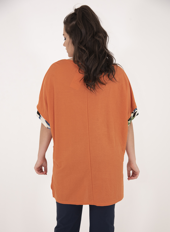 Πορτοκαλί μπλούζα με εμπριμέ σχέδιο