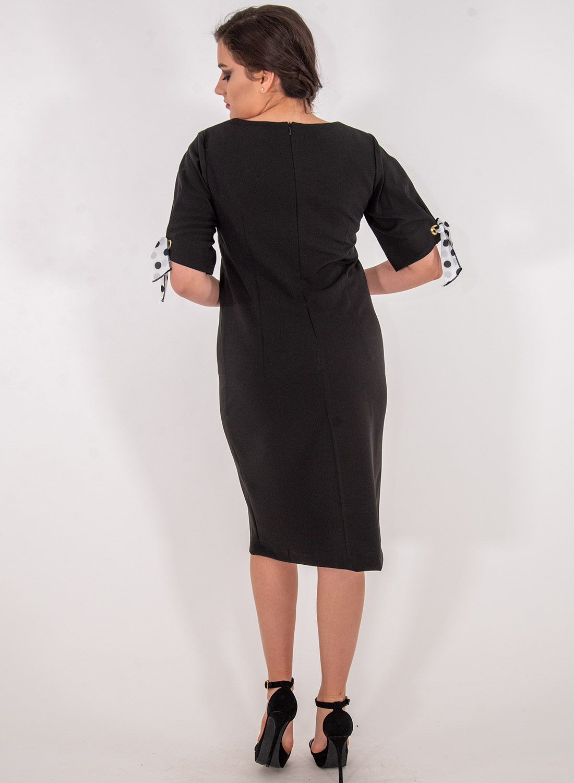 Μαύρο φόρεμα με ασπρόμαυρα φιογκάκια