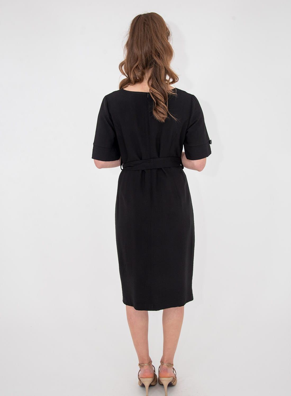Ίσιο μαύρο εντυπωσιακό φόρεμα με ζώνη