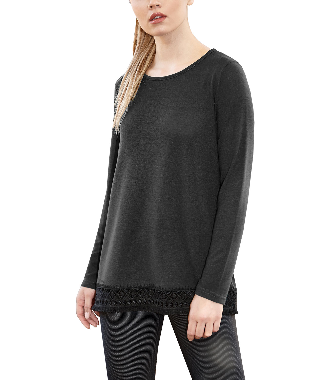 2103cf1f44f1 Μαύρη μπλούζα με τρέσα