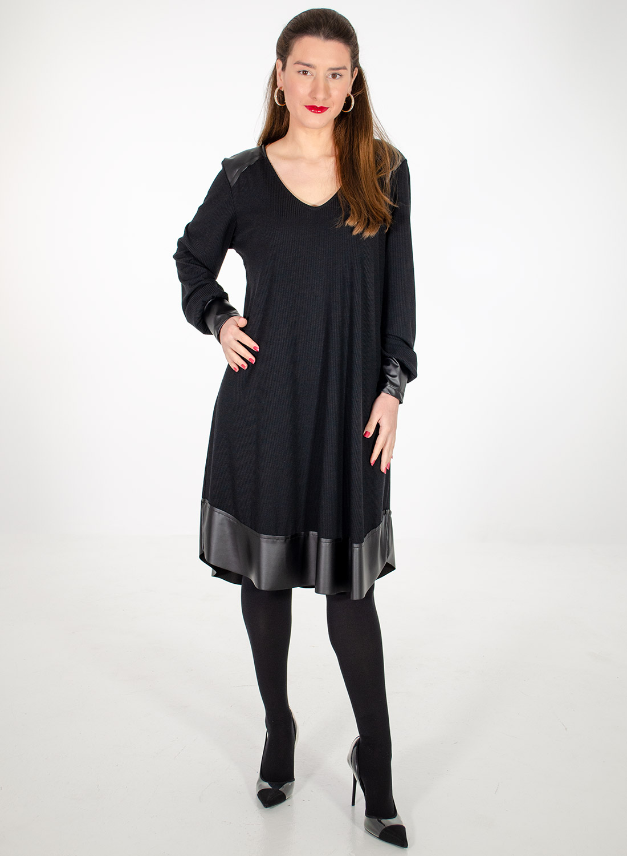 Μαύρο φόρεμα με λεπτομέρειες δερματίνης