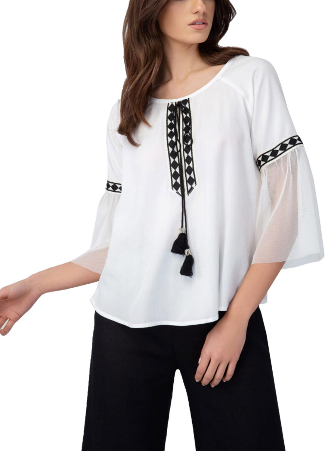 Λευκή μπλούζα με κέντημα